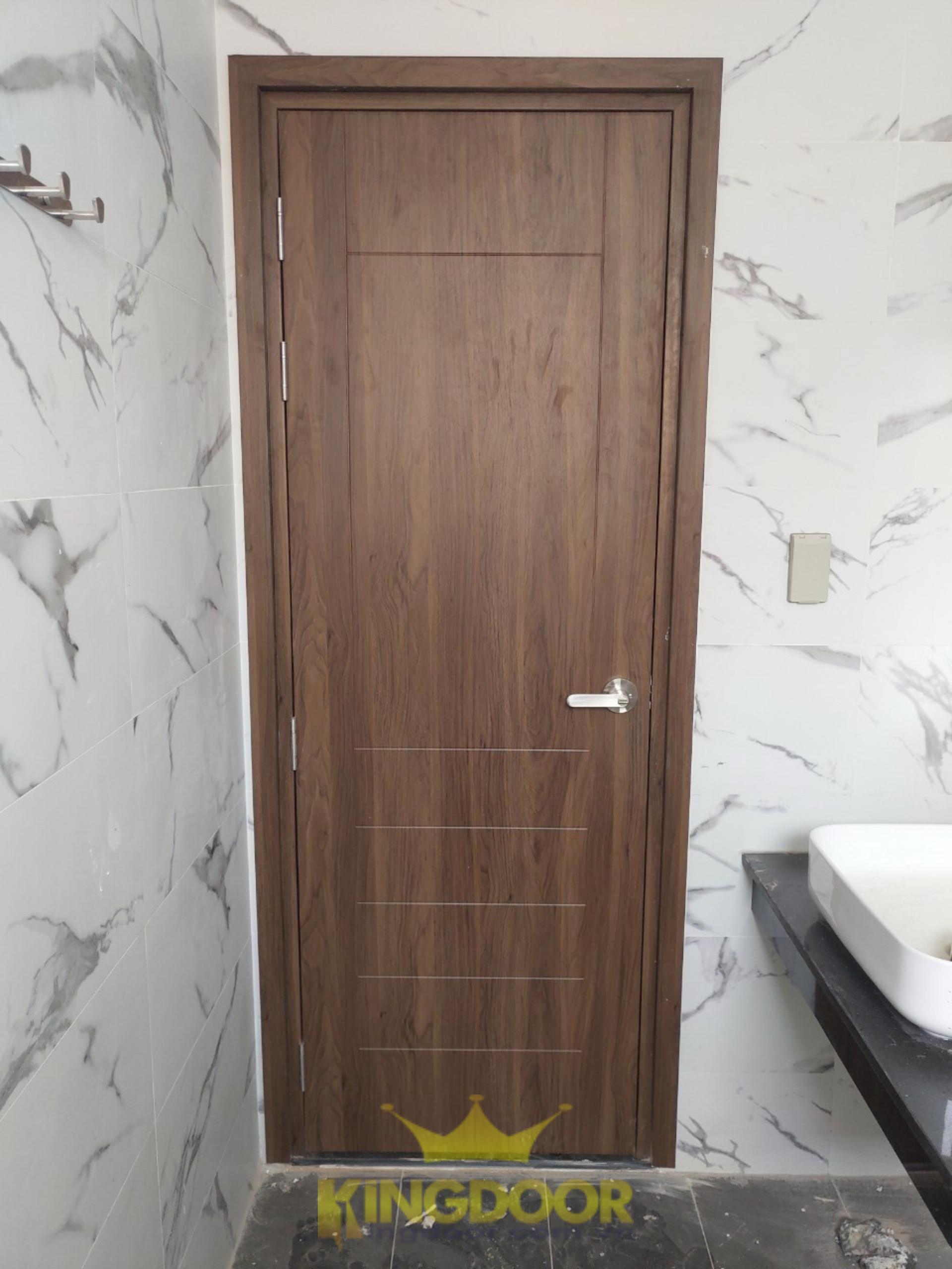 Cửa nhựa gỗ Composite phủ da, được lắp dựng tại Tam Phú, Thủ Đức