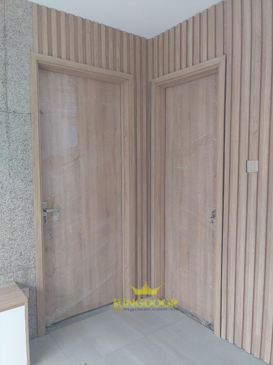 Lắp dựng hoàn thiện cửa gỗ công nghiệp MDF Melamine tại Q12